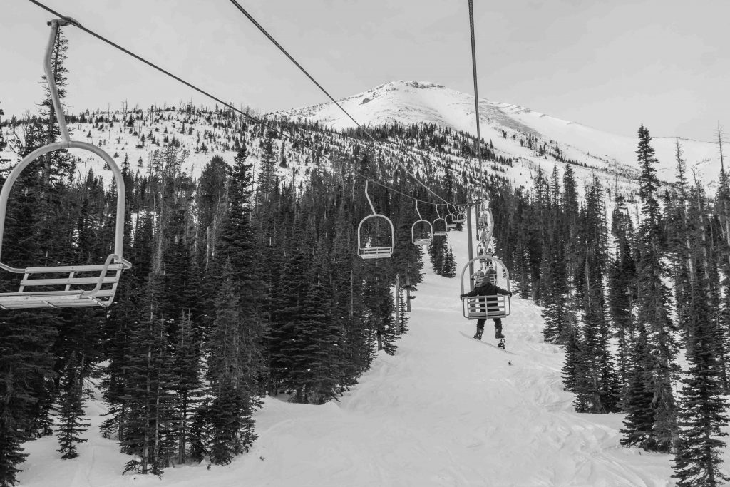 Skiing and snowboarding can be pricey hobbies, especially at all-inclusive destination resorts like Big Sky or Park City. Fortunately, budget-friendly ski trips are completely doable, especially in Montana. Skip the exclusive resorts, and head to local ski areas instead. These six lesser-known ski resorts in Montana have great conditions, but they're also budget-friendly - and relatively uncrowded.