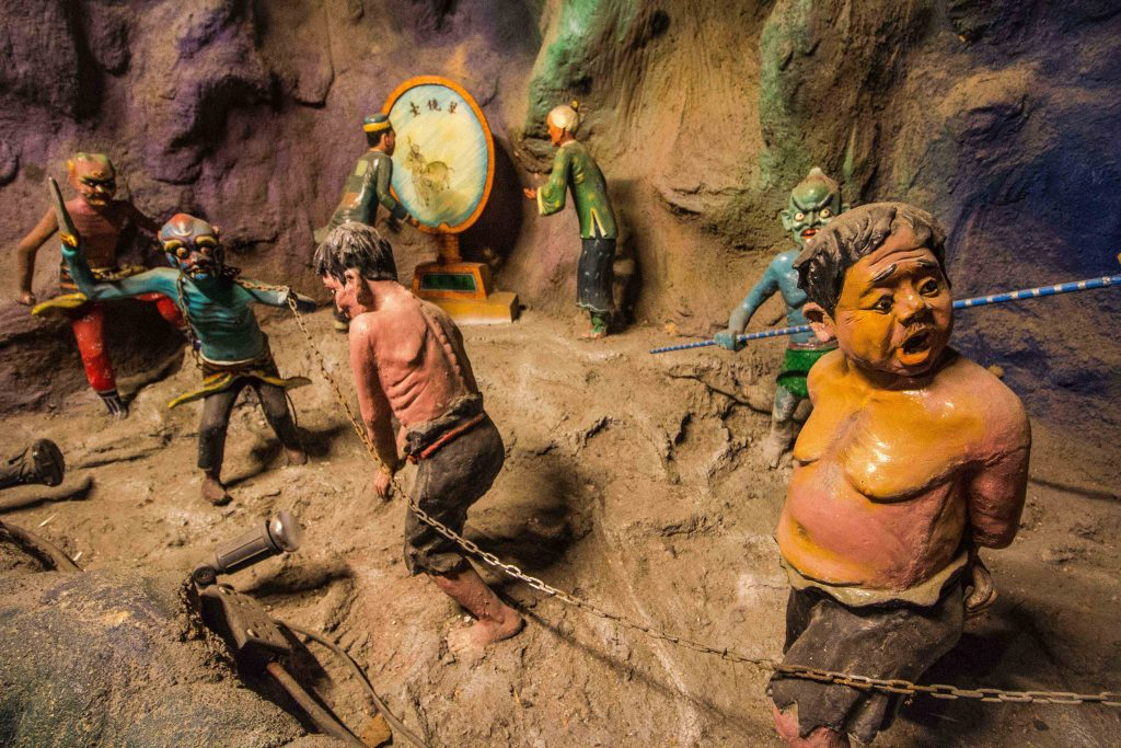 ooking for free things to do in Singapore, or just something off the beaten path? Look no further than Haw Par Villa, a truly unusual museum-cum-theme park that's free to visit. Ten Courts of Hell is the most popular exhibit, depicting the Buddhist concept hell in all its gruesomeness.